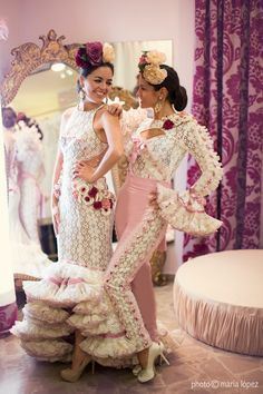 that pants suit 😍 Fiesta Outfit, Spain Fashion, Flamingo Dress, Bridal Dresses, Bridesmaid Dresses, Runway Fashion, Fashion Beauty, Flamenco Dancers, Latin Dance Dresses