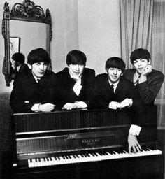 The Beatles - George Harrison, Paul McCartney, Ringo Starr, John Lennon Foto Beatles, Beatles Love, Les Beatles, Beatles Photos, Hello Beatles, Beatles Poster, Liverpool, Pop Rock, Rock And Roll