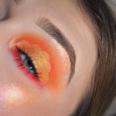 What would you name this look? 🧡 Joining the cloud trend mega late ☁️🤣 ⠀⠀⠀⠀⠀⠀⠀⠀⠀⠀⠀⠀⠀⠀⠀⠀⠀⠀⠀⠀⠀⠀⠀⠀⠀⠀⠀⠀⠀⠀⠀⠀⠀⠀⠀⠀⠀⠀⠀… Cut Crease, Eye Makeup, Clouds, Colorful, Eyes, Creative, Instagram, Makeup Eyes, Eye Make Up