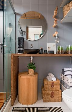 Small bathrooms with simple and cheap decoration & House decoration Home Design, Interior Design, Rustic Mirrors, Bathroom Interior, Sweet Home, Room Decor, Bath Decor, House Styles, Furniture