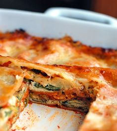 This skinny veggie lasagna has 200 calories per slice and is full of chopped broccoli, carrots, cauliflower, spinach, ricotta cheese, and tomato sauce. | pinchofyum.com