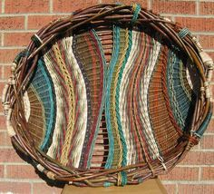 Marilyn Evans and William Stevens weaving art wonderful textural and colour in this woven basket .weaving art I really like this -- would love to try this. Weaving Textiles, Weaving Art, Weaving Patterns, Tapestry Weaving, Hand Weaving, Willow Weaving, Basket Weaving, Circular Weaving, Contemporary Baskets