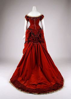 Ball Gown -- 1875 -- British -- Silk velvet & cotton -- The Costume Institute at the Metropolitan Museum of Art. 1870s Fashion, Victorian Fashion, Vintage Fashion, Victorian Era, Vintage Gowns, Mode Vintage, Vintage Outfits, Vintage Hats, Dress Vintage