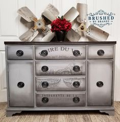Our home decor team member, Brushed By Brandy uses our new [re]design BOIRE DE VIN on this beautiful piece! Chalk Paint Dresser, Black Chalk Paint, Chalk Paint Furniture, Gray Dresser, Refurbished Furniture, Furniture Makeover, Vintage Furniture, Diy Furniture, Furniture Refinishing