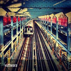 @vutheara - #nyc #williamsburg #bridge #train - C2C N°001 - Sélection de monsieurpop pour www.INKstagram.fr