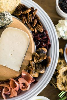 How To Build The Perfect Cheese Platter (Cheese Fondue Display)