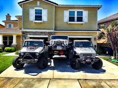 I imagine this is what my drive way will look like when the kids get their own Jeeps. Jeep Jk, Jeep Wrangler Jk, Jeep Truck, Jeep Wrangler Unlimited, Jeep Images, Badass Jeep, Offroader, Cool Jeeps, Jeep Accessories