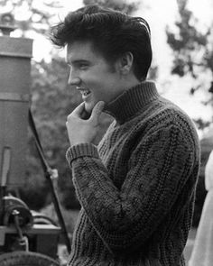 "Elvis Presley in the set of ""Jailhouse Rock"" (1957). DIRECTOR: Richard Thorpe."