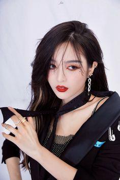 WJSN - Xuan Yi Kpop Girl Groups, Kpop Girls, Beautiful Chinese Girl, Xuan Yi, Cosmic Girls, Korean Music, Ulzzang Girl, Aesthetic Pictures, Cool Outfits