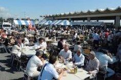 千葉県いすみ市の大原漁港の朝市を紹介しますよ ここの朝市はただ単に新鮮な魚介類が買えるだけではなくタコ飯アワビ釜飯手づくりパンいすみ豚のメンチなど地元グルメが楽しめる朝市なんです 千葉県が水揚げ量日本一として知られている伊勢海老も目玉でほかの魚介類と一緒にその場でバーベキューにして食べられるのが魅力ですね tags[千葉県]