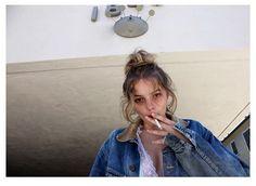 Alana Champion I Love Girls, Cool Girl, Pretty People, Beautiful People, Alana Champion, Clara Berry, Heroin Chic, Girl Smoking, Smoking Kills