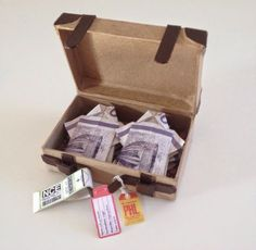 Suitcase with clothes-money. - Gave Ideer Homemade Wedding Gifts, Homemade Gifts, Origami Vestidos, Diy And Crafts, Paper Crafts, Gift Wraping, Goodie Bags, Kids And Parenting, Suitcase