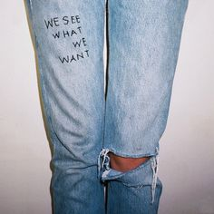 Kundenspezifische Jeans im Vintage-Stil mit Graffiti-Motiven (Levi& Wrangler, Lee, Jordache, Tommy) - clothes - Look Fashion, Diy Fashion, Womens Fashion, Vintage Stil, Vintage Denim, Look Jean, Diy Vetement, Diy Jeans, Mode Outfits