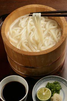 Sanuki Udon noodles from Kagawa, Japan 讃岐うどんの釜揚げ