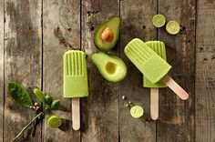 Avocado Lime Popsicles are so creamy and delectable! Avocado, Banana, and Lime combine for a unforgettable taste sensation! 1 cup filtered water 2 over-ripe bananas 2 avocados Juice and zest of 1 lime Dash unrefined sea salt Healthy Treats, Healthy Desserts, Raw Food Recipes, Dessert Recipes, Tasty Snacks, Healthy Food, Frozen Desserts, Frozen Treats, Gluten Free Sweets