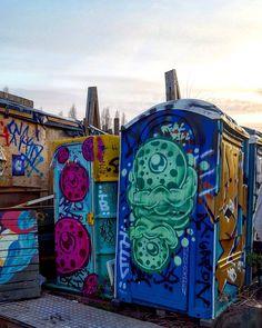 Portaloo art #therealdill #graffiti_of_our_world #nomadiccommunitygardens #londonstreetart #streetartistry #streetartlondon #graffiti #londongraffiti #instagraff #graffitilovers #streetarteverywhere #streetartphotography #streetartandgraffiti #streetartlovers #graffitiigers