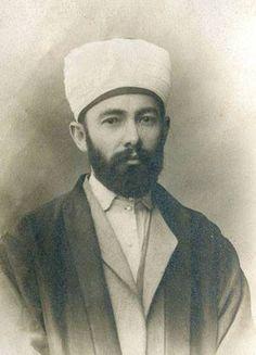 Elmalılı Muhammed Hamdi Yazır (1878-1942) Atatürkün isteği üzerine Kuran'ın mealini yazdi.