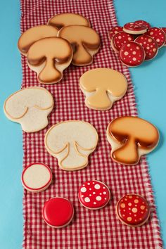 How to Make an Easy Pizza Cookie Platter by www.thebearfootbaker.com    Decorated Sugar Cookies   Sugar Cookies   Pizza Cookies   Royal Icing   Birthday Cookie Platter   The Bearfoot Baker
