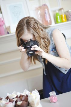 Get a behind-the-scenes look into a blogger's photo set up! This article includes tips and tools from food  DIY blogger, Melissa at Design Eat Repeat. She talks about everything from cameras, backdrops, and editing software. Very helpful!