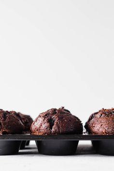Chokolademuffins - opskrift på muffins med chokolade Muffin Recipes, Cake Recipes, Canned Blueberries, Vegan Scones, Gluten Free Flour Mix, Scones Ingredients, Pumpkin Scones, Food Cakes, Afternoon Snacks