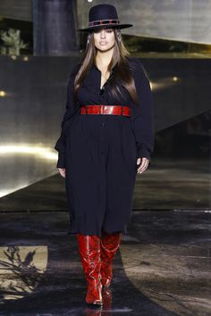 H&M Fall 2016 Ready-to-Wear Collection Photos - Vogue Girls Winter Fashion, Curvy Girl Fashion, Fashion Week, Runway Fashion, Plus Size Fashion, Fashion Show, Girls Run The World, Vogue, 2016 Trends