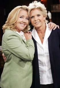 Meredith Baxter as Maureen