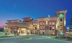 La Quinta Inn, USA - avg. WiFi client satisfaction rank 5/10. Avg. download 10.16 Mbps, avg. upload 0.96 Mbps. rottenwifi.com