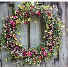 This wild flower wreath is beautiful for summer!