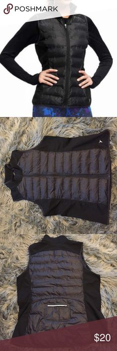 Semi-Fitted Quilted Performance Vest Black performance activewear vest. Size women's XXL. Never been worn. NWOT. Sold out on Old Navy's website. Smoke-free home. Old Navy Jackets & Coats Vests
