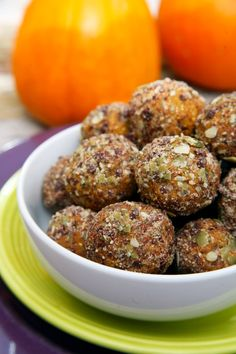 Pin for Later: Snacks to Satisfy Serious Sugar Cravings Chocolate Chip Pumpkin Pie Protein Balls Calories: Fiber: grams Protein: grams Get the recipe: Pumpkin pie protein balls Protein Snacks, Protein Ball, Healthy Snacks, Healthy Eating, Healthy Recipes, Healthy Protein, Vegan Snacks, Protein Bites, Healthy Breakfasts