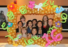 The birthday girl wanted a balloon picture frame for her party pictures www.sammyjballoons.com