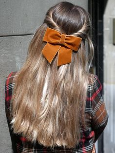 hair bows hairstyle \ hair bows - hair bows diy easy - hair bows diy - hair bows how to make - hair bows diy easy no sew - hair bows hairstyle - hair bows diy easy step by step - hair bows diy ribbon Scarf Hairstyles, Pretty Hairstyles, Straight Hairstyles, Braided Hairstyles, Medium Hair Styles, Short Hair Styles, Luxy Hair Extensions, Scrunchies, Hair Inspiration