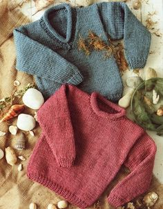 Stylecraft--Chunky Kids' Sweaters (ages 2 - Never made a sweater before! Going to start with a little one! Baby Sweater Patterns, Chunky Knitting Patterns, Knit Patterns, Toddler Sweater, Knit Baby Sweaters, Knitting For Kids, Free Knitting, Brei Baby, Knit Crochet