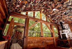A Beautiful House Made from Trash & Recycled Materials and perfect for my idea of building the center/ home Green Building, Building A House, Natural Building, Recycled House, Recycled Art, Broken Window, Old Picture Frames, Going Out Of Business, Salvaged Wood