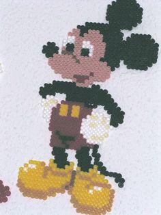 Mickey Mouse Hama Bügelperlen by dolmibine