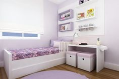 Quarto infantil em cores suaves e soluções perfeitas para deixar tudo organizado - e lindo!