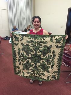 Jeannie and her beautiful new quilt.  Amazing and congratulations. - Hawaiian Quilting With Poakalani & Co.