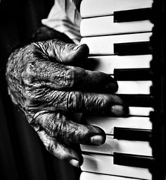 Polka music - playing the accordion Luis Gonzaga, Accordion Music, Polka Music, Working Hands, Hand Photography, Street Photography, Old Faces, Hand Art, Beautiful Hands