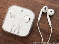 Apple ships mic-less EarPods with new iPod Touch The earphones that ship with the new iPod Touch aren't the same as the iPhone 5's EarPods -- they're missing the remote/mic.