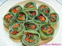위암&다이어트 둘다 잡는! 놀라운 양배추깻잎롤 – 레시피   다음 요리 Korean Dishes, Korean Food, Fresh Rolls, Cucumber, Food And Drink, Keto, Yummy Food, Sweets, Meals