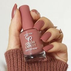 Nail lacquer expert number 102 🔝🔝💅🏻💅🏻 #goldenrose_tunisie #expertnaillacquer Acrylic Nail Designs Classy, Classy Acrylic Nails, Red Acrylic Nails, Classy Nails, Golden Rose Nail Polish, Rose Nails, Nail Polish Colors, Winter Nails, Beauty Nails