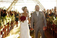Casamento no fim de tarde: Bruna & Fillipi ~ Nunca tivemos dúvida sobre o tipo de casamento que queríamos. Sabíamos que não queríamos igreja, era opinião dos dois, queríamos a cerimônia e a festa no mesmo espaço.