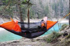 Très pratique pour voyager léger, cette tente se transforme en hamac et en…