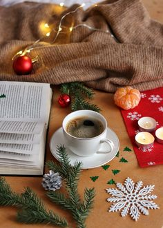 Coffee Time, Morning Coffee, Coffee Cups, Coffee Photography, Winter Photography, Cozy Aesthetic, Spiced Coffee, Christmas Time Is Here, Christmas Coffee