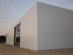 We got to insulate this unique three story structure built from old we got to insulate this unique three story structure built from old shipping containers with reflective foil insulation you can watch it happen solutioingenieria Image collections