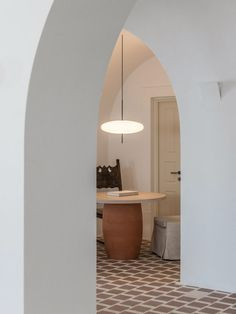 Discover the Cycladic-inspired Parilio Hotel on the Greek island of Paros, designed by Athens-based Interior Design Laboratorium. Studio Interior, Interior Design, Room Interior, Casa Cook, Concrete Column, Greek Design, Tapestry Design, Arched Windows