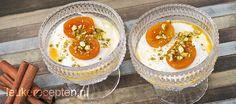 abrikozen met pistache dessert Saffron Recipes, Pasta, Punch Bowls, Spices, Kitchen, Desserts, Yoghurt, Counting, Cucina