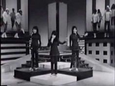 RONETTES Be My Baby - Rock and Roll Hall of Fame 2007 - YouTube
