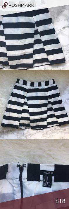 Forever 21 striped skirt with zipper back Preppy forever 21 skirt with zipper back. Never worn. No trades. Forever 21 Skirts Mini