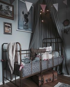 Let's walk in the woods … Looking for a theme to decorate your child's room? Baby Room Decor, Nursery Room, Bedroom Decor, Dark Nursery, Girl Room, Girls Bedroom, Of Wallpaper, Kid Spaces, My New Room